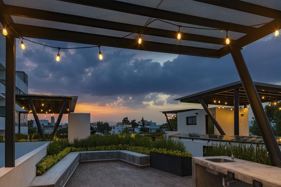 B618 roof garden de noche