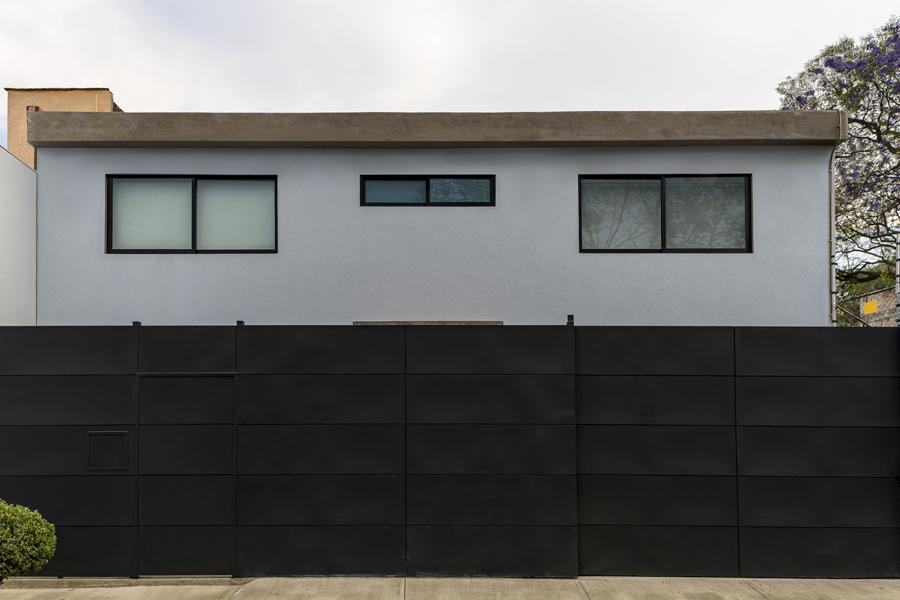 Casa M&A Puerta exterior garaje